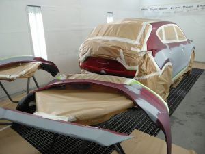 coche preparado para la aplicación de la pintura
