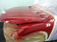 parte delantera pintada con el 41v de mazda